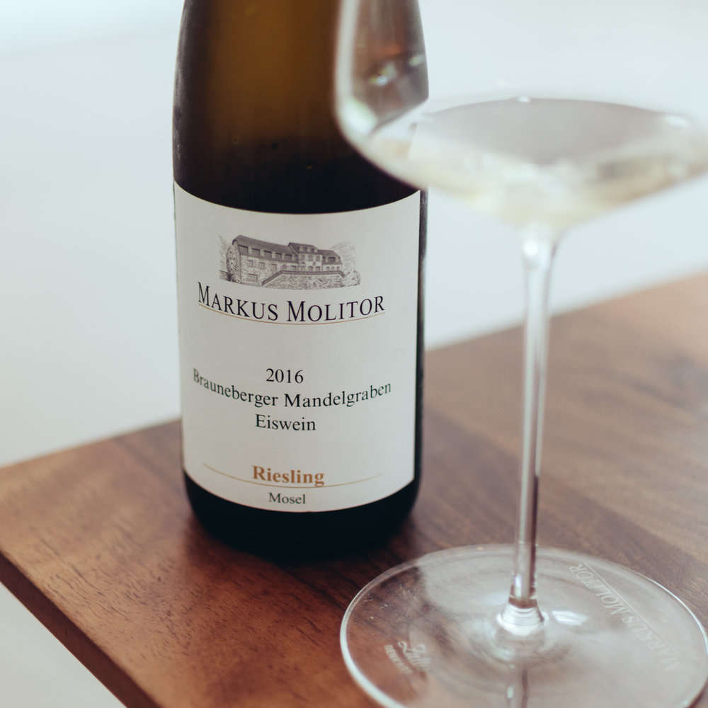 Brauneberger Mandelgarten Eiswein 2016:  Juicy nose, fruity and sweet, harmonic. The palate surprises as one of the liveliest ice wines we ever had, elegant and juicy with lots of stone fruits like plums and apricots.