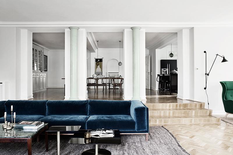 Blue-velvet-couch.jpg