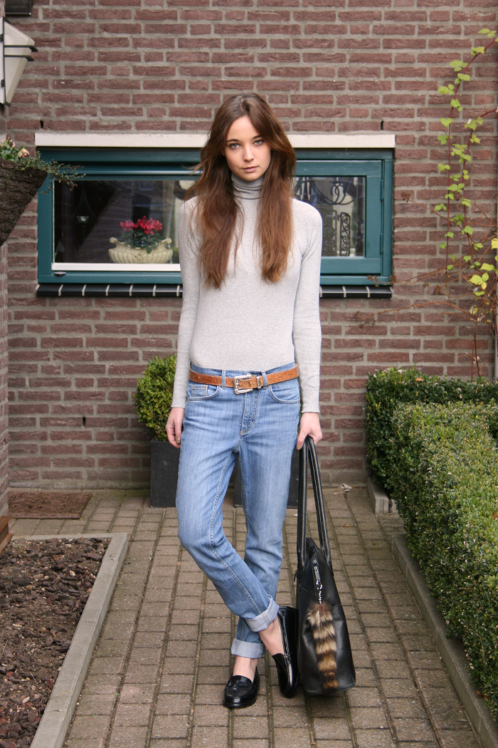 Zara-turtleneck-COS-jeans-vintage-belt-Eden-loafers-via-Sarenza-vintage-bag..png