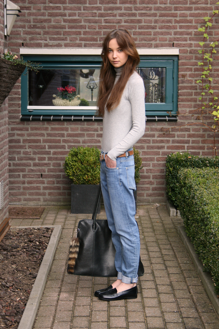 Zara-turtleneck-COS-jeans-vintage-belt-Eden-loafers-via-Sarenza-vintage-bag.2.png