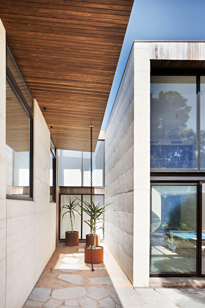 Robson-Rak-Architects-Layer-House-7.png