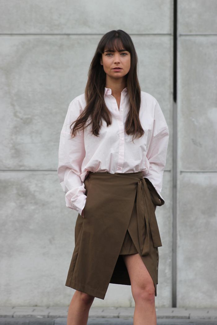 hm-pink-shirt-zara-skirt-massimo-dutti-slippers-5.png