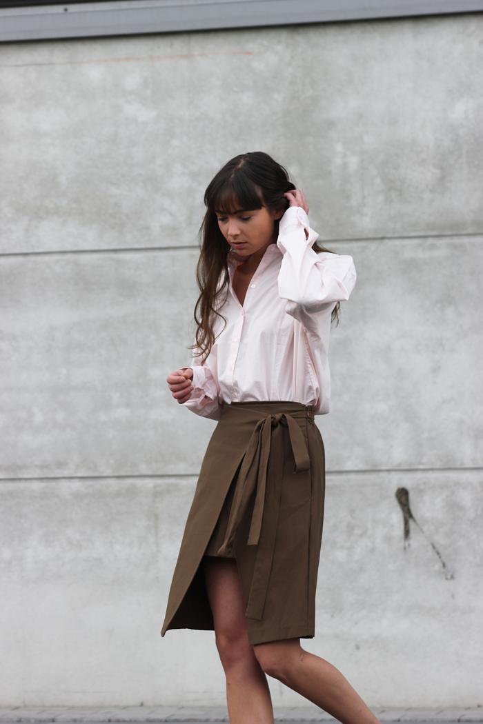hm-pink-shirt-zara-skirt-massimo-dutti-slippers-6.png