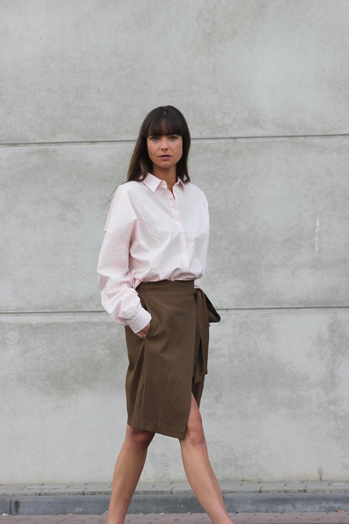 hm-pink-shirt-zara-skirt-massimo-dutti-slippers-8.png