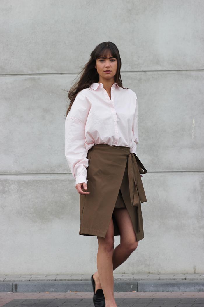 hm-pink-shirt-zara-skirt-massimo-dutti-slippers-9.png