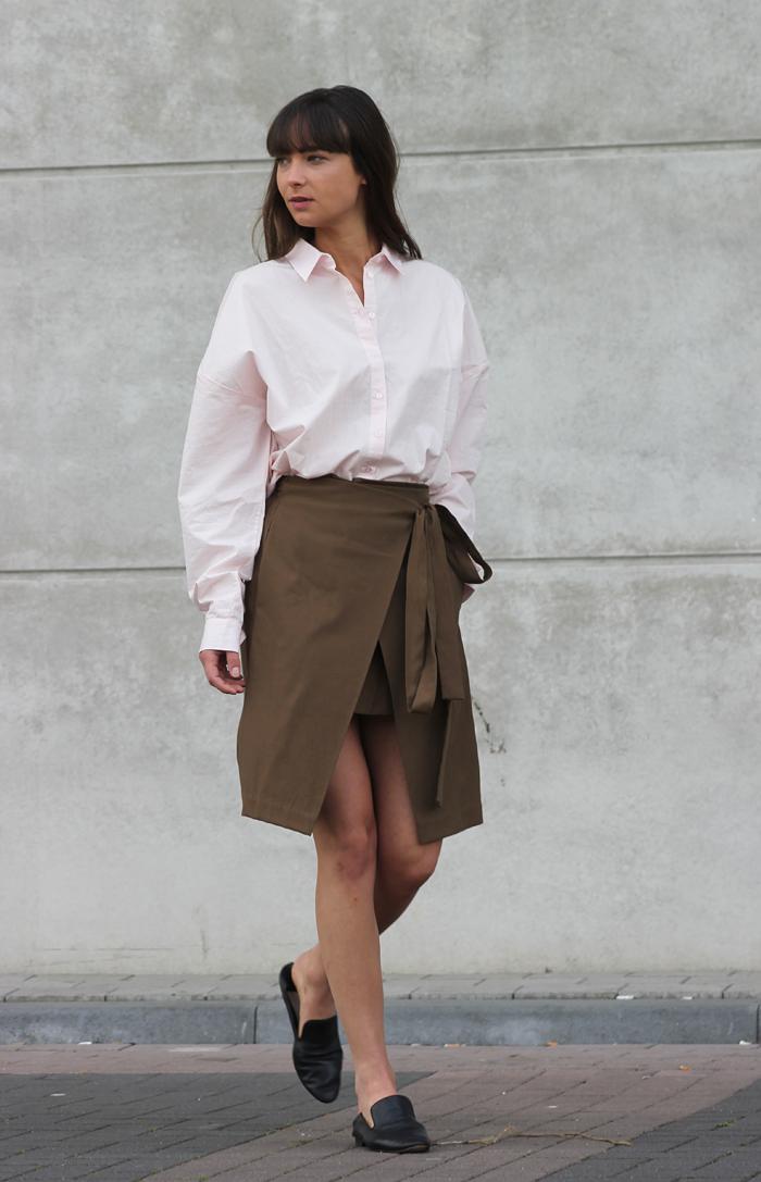 hm-pink-shirt-zara-skirt-massimo-dutti-slippers.png