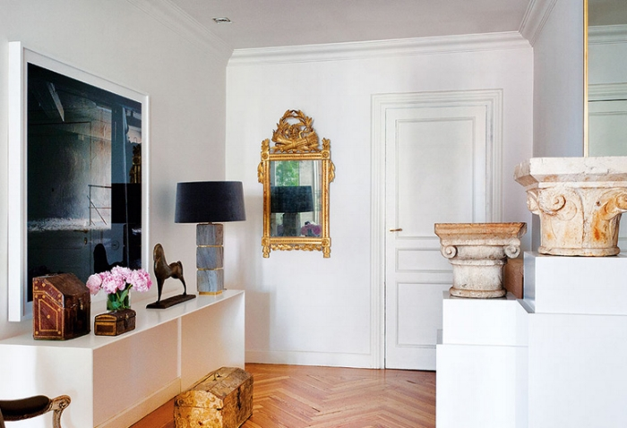 European-elegance-livable-luxury-by-Luis-Puerta-entry-hall-antiques-contemporary-art.jpg
