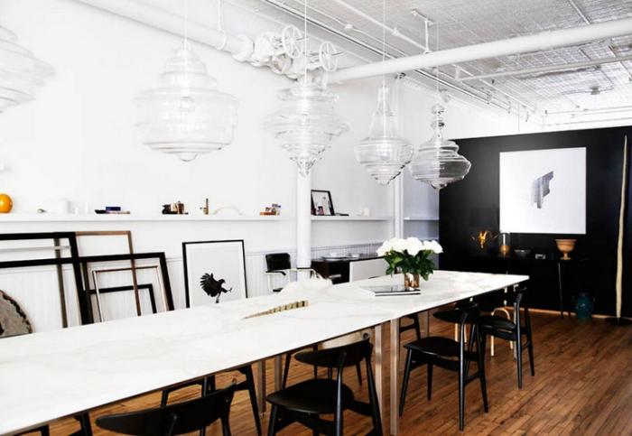 The-Apartment-Soho-white-black-loft-dining-via-Harpers-Bazaar-photo-by-Kelly-Stuart.jpg
