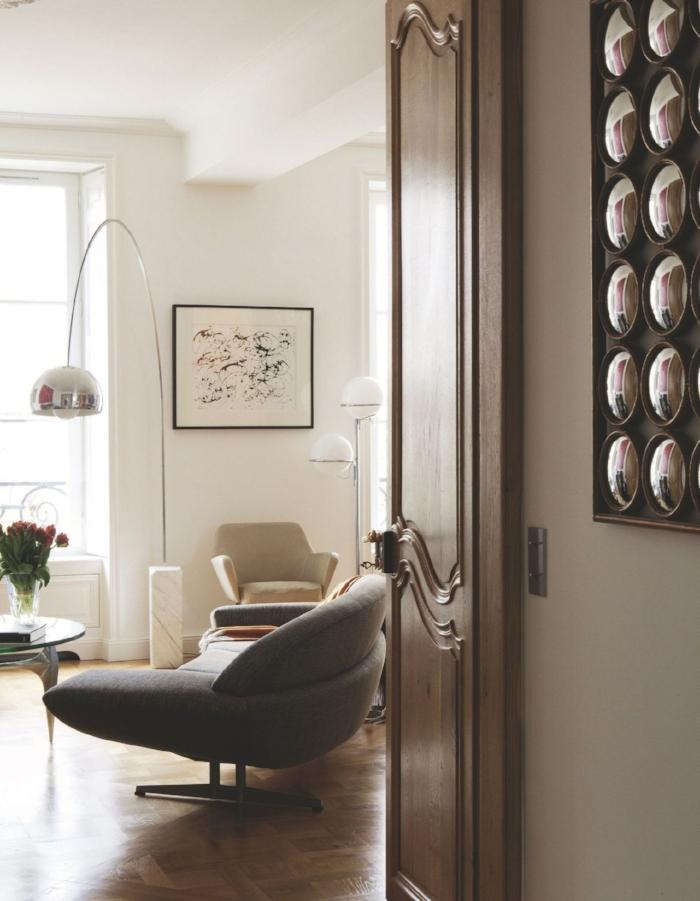 vue-d-un-salon-ancien-avec-une-deco-design_5457302.jpg