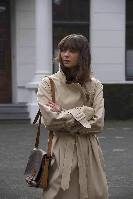 Hm Trend trenchcoat, Matin Studio silk top, Cos denim, Ralph Lauren loafers, Louis Vuitton bag 2.png