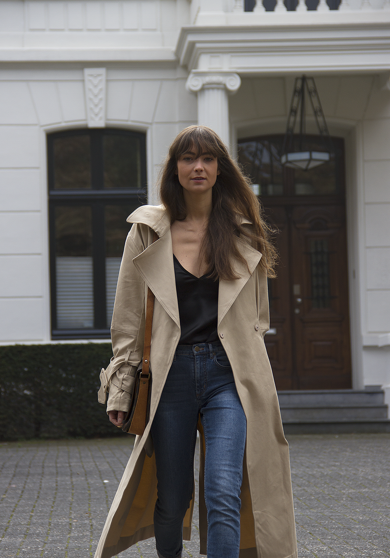 Hm Trend trenchcoat, Matin Studio silk top, Cos denim, Ralph Lauren loafers, Louis Vuitton bag 4.png