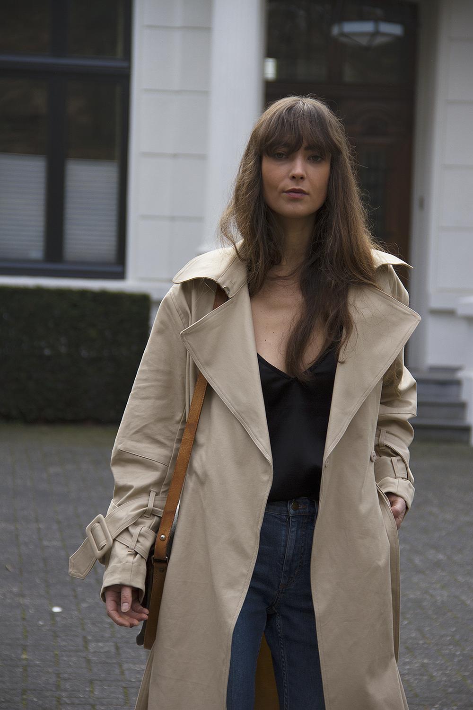 Hm Trend trenchcoat, Matin Studio silk top, Cos denim, Ralph Lauren loafers, Louis Vuitton bag 5.png