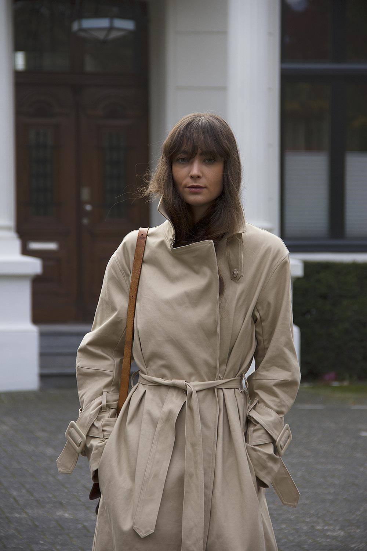 Hm Trend trenchcoat, Matin Studio silk top, Cos denim, Ralph Lauren loafers, Louis Vuitton bag 7.png