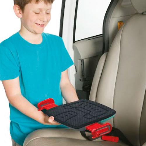 2. mifold postavite ravno na avtomobilski sedež. Otrok naj se usede s hrbtom obrnjen proti naslonjalu avtomobilskega sedeža.