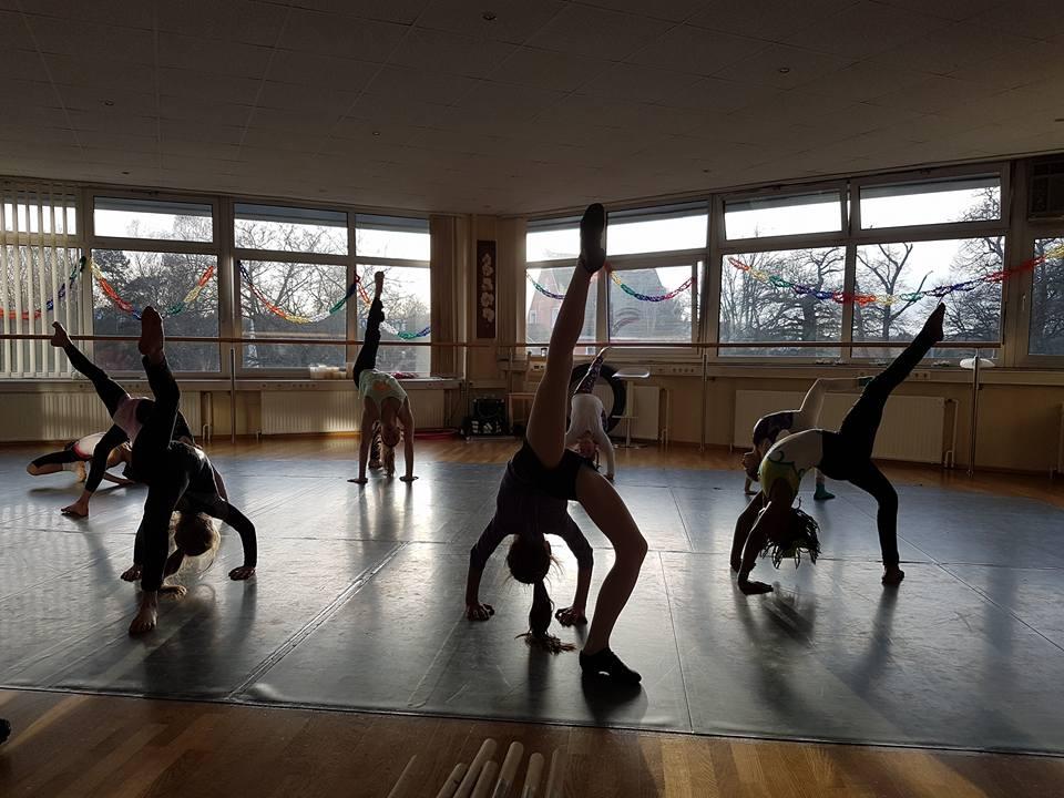 Rhythmic Gymnastics (8+) - w/ Miss Missy