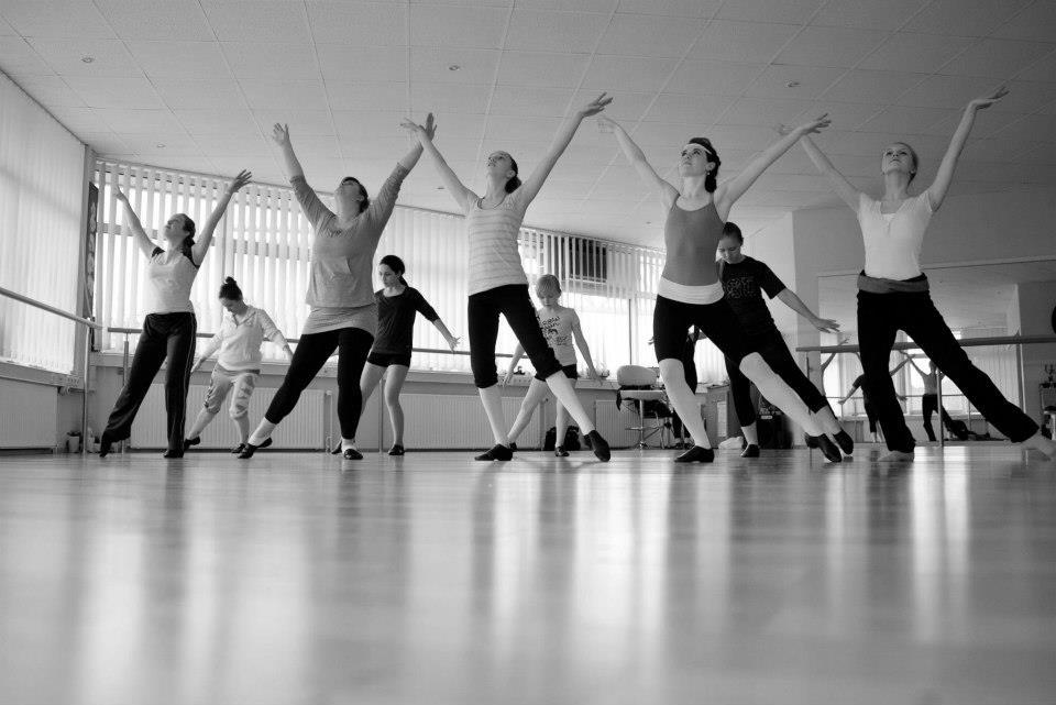 Jazz Dance (8+) - w/ Miss Raeanne