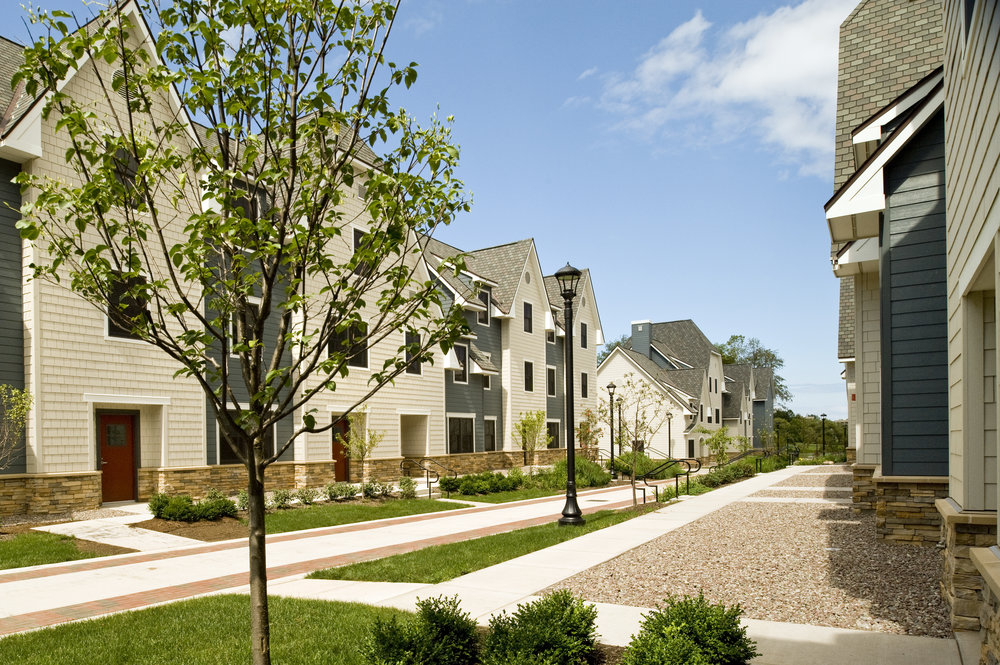 THE VILLAGE TOWNHOUSES<strong>A pedestrian village within a college campus that foregrounds the natural amenities of the site.</strong>