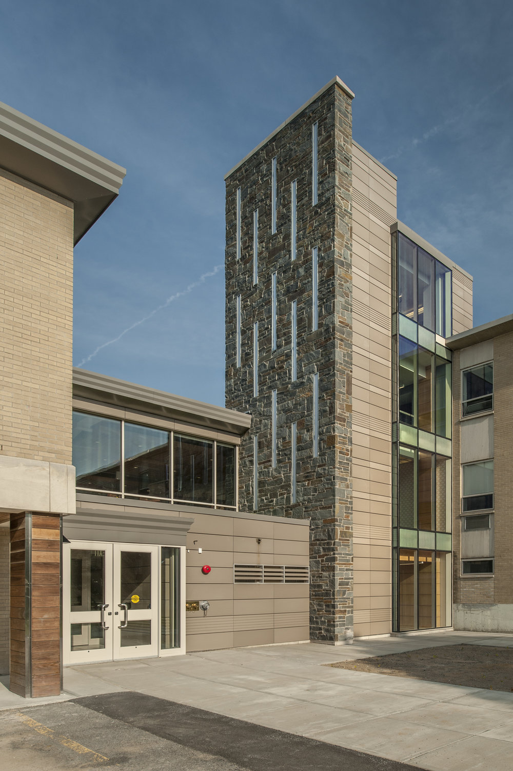 CHARLTON HALL<strong>A multi-departmental building designed to encourage cross-disciplinary interaction.</strong>