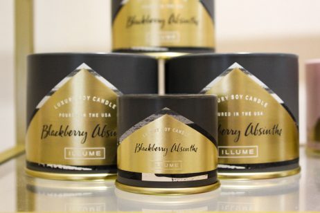 Blackberry Absinthe - Surrender to this carefully crafted vapor of blackberries, sweet orange and green leaves with a heart of Egyptian jasmine petals steeped with peppery anise, black sandalwood, and liquid amber.