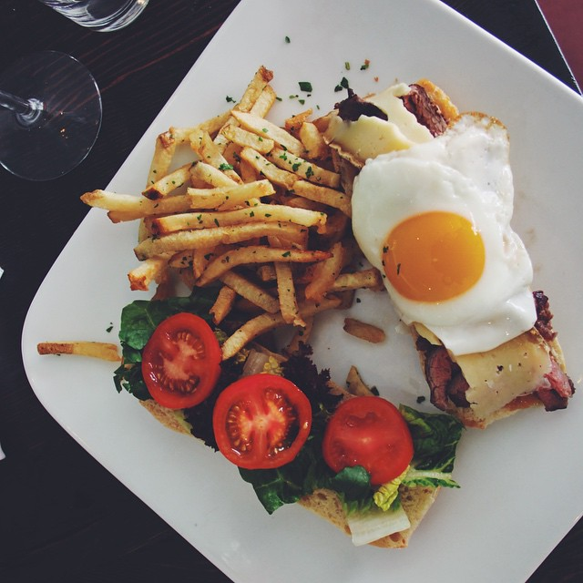 Morning sunshines. This is more of a lunchtime sandwich de bifteck... But we added an egg, so it's chill. #LAssietteSteakFrites #FeedYourBoss