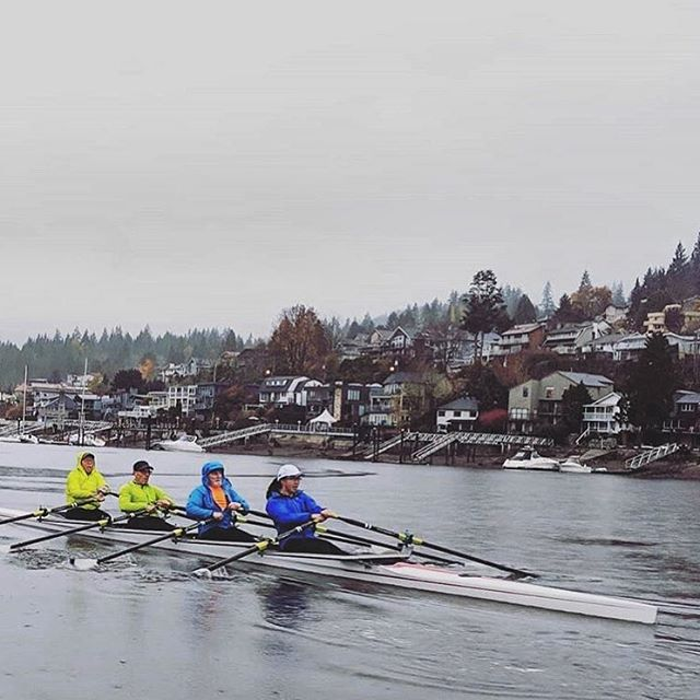 A little rain doesn't stop @inletrowing from doing what they love 🚣🏼‍♀️ #motivationmonday #justkeeprowing #portmoody #inletlife #anchoredhere . . 📸Photo by @inletrowing #repost