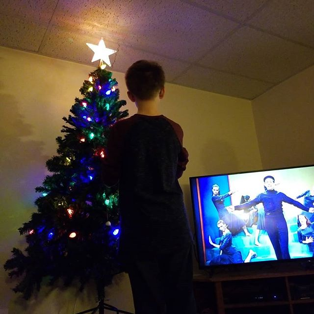 Decorating the tree with my guys while White Christmas plays on the TV. With every ornament there is a memory!! 🎄🎄🎄🎄🎄🎄🎄 #loveyourjourney #familytraditions #merrychristmas #momlife #wifelife #bosslady #events #eventplanner #eventplanning #eventlife #weddings #weddingplanner #weddingplannerlife