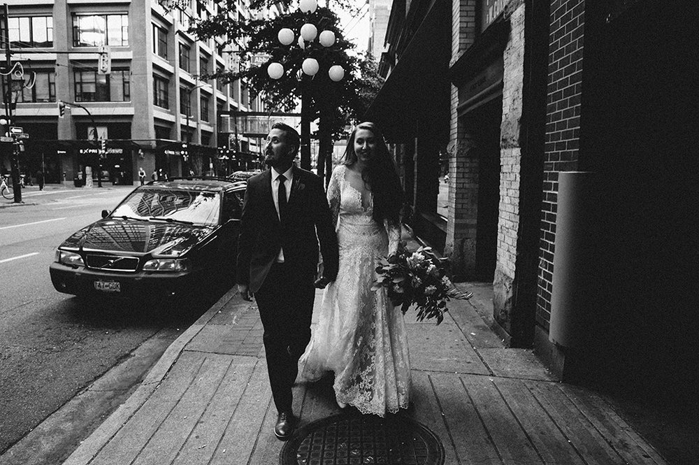 Gas Town - Vancouver - downtown wedding - Vancouver wedding photographer - Jayme Lang