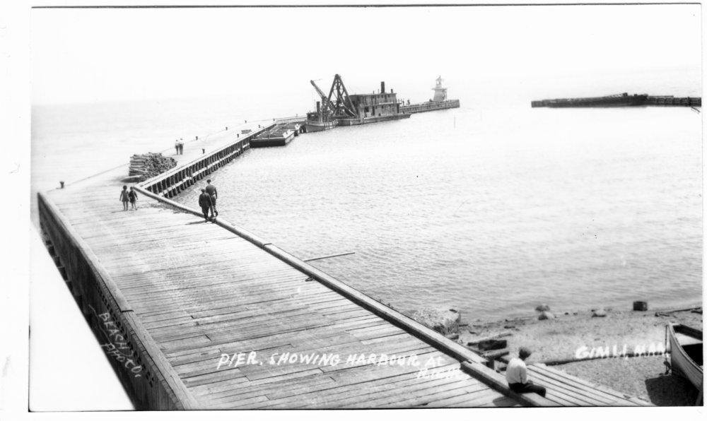 1920s Pier w dredge 02.jpg