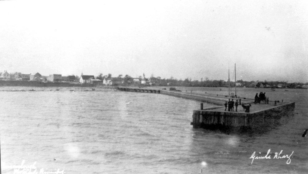 1908c Gimli Saga 176B First pier 01.jpg