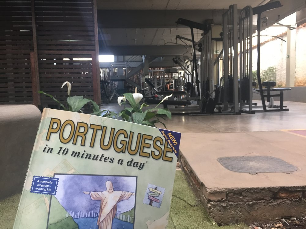 I be out here learning some Portuguese palavras in the gym