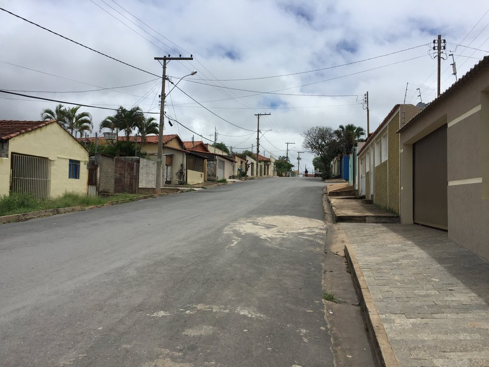 a street in Joao Pinheiro, like the ones I walked down with my cookie dough. Except those streets had people