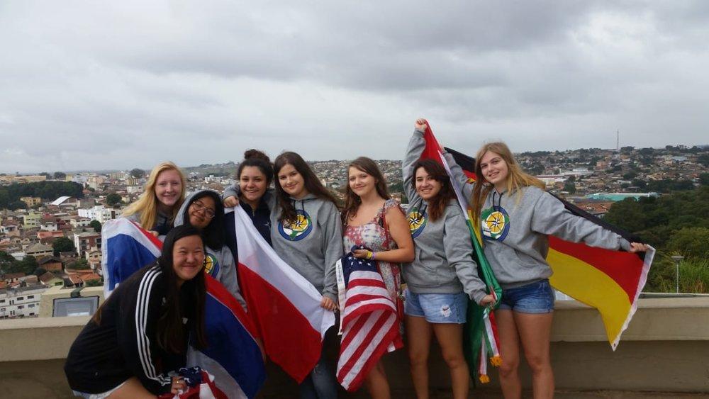Natnicha (Thailand), Greta, Aleksandra, Alyssa, Andy (Mexico), Charly (Germany), and Meryn