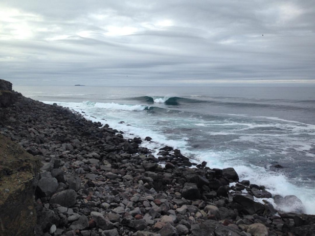 靠近雷克雅維克的浪點 The rock – Photo credit Arctic Surfers