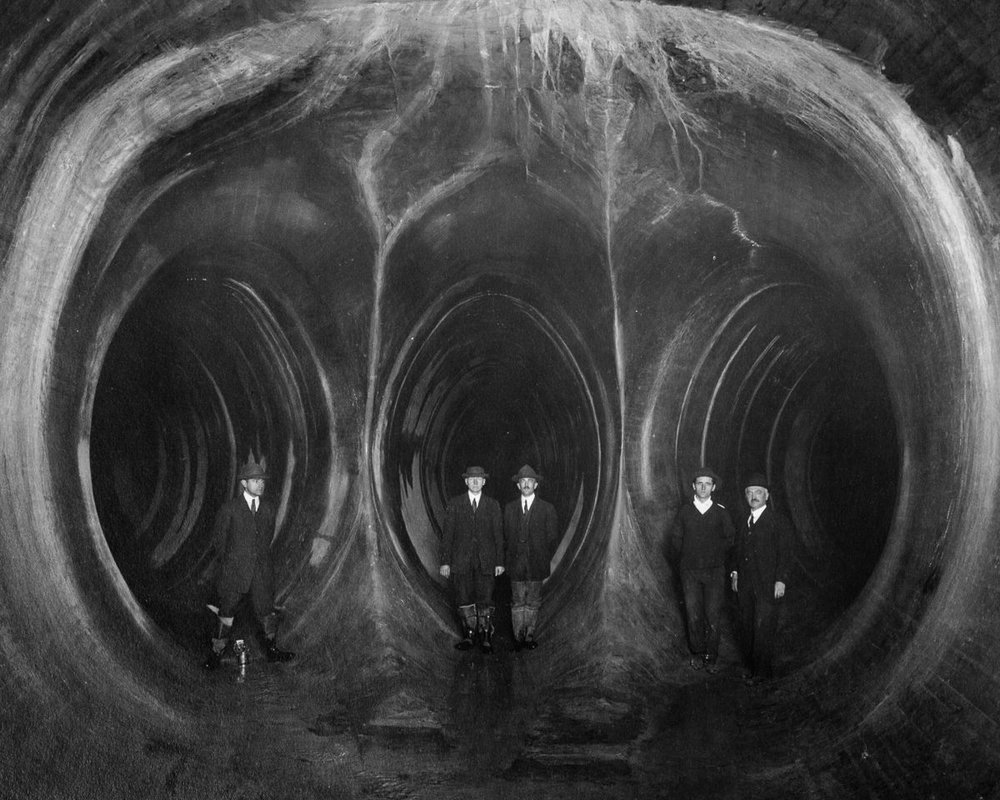 The fork in New York's Yonkers Tunnel,1913.