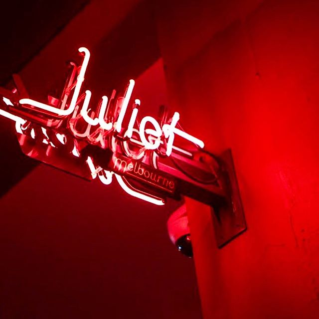Melbourne Date Ideas || 💡@julietmelbourne is one of Melbourne's wine hotspots. Located in a semi-hidden basement beneath @punchlane.  Thursday evenings are devoted to wine, cheese & Jazz! Perfect first date for jazz lovers 🍷🎷. . . . . 📷: @julietmelbourne
