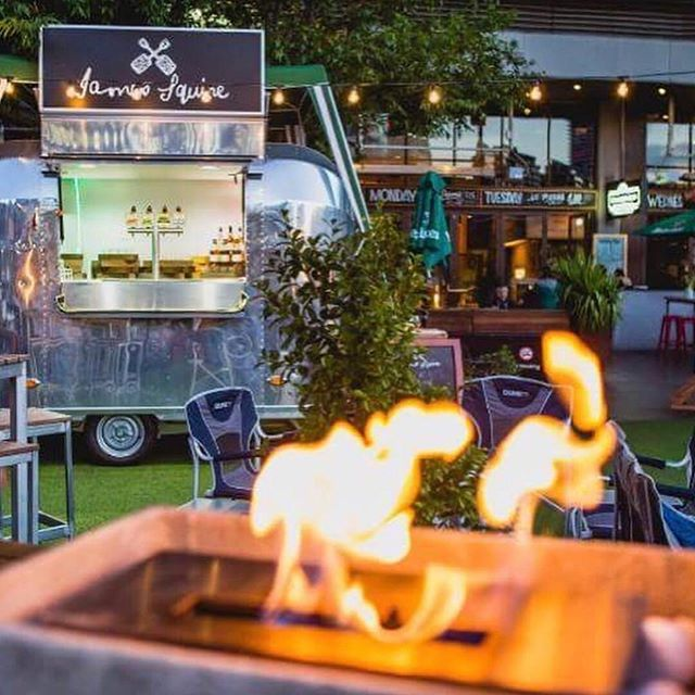Melbourne Date Ideas || 💡 Picture sitting next to a warm cosy🔥fire garden together listening to live music, sipping on that mulled wine with cosy blankets!  Perfect evening I'd say 😉🍷Check our @thecommonmansw this Melbourne Winter for their full menu & live music guide. . . . . 📷: @thecommonmansw