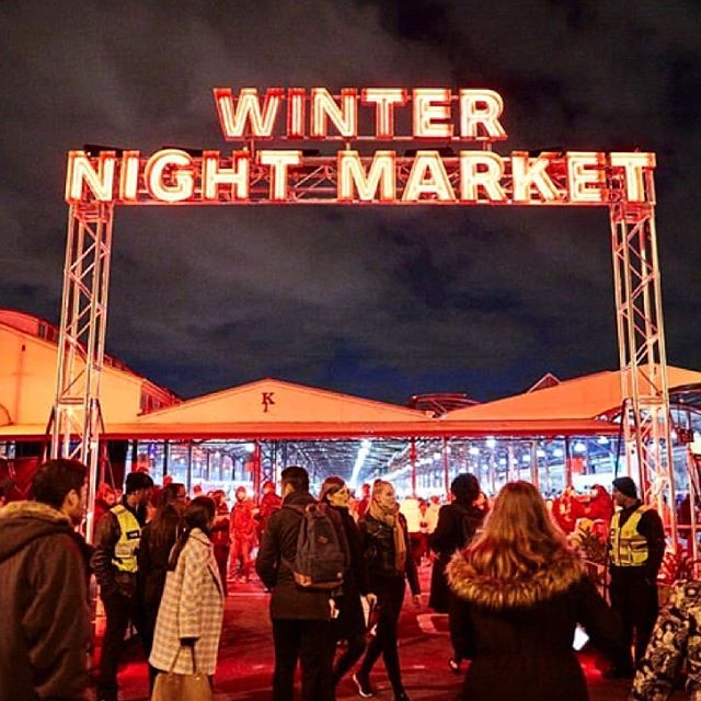 Melbourne Date Ideas || 💡 Winter Night Market is back every Wednesday until mid August!! Great date idea, choose from the many delicious street cuisines! 🧀🍗🍕🌮🥘 Try a mulled wine by @rewineoz & enjoy some live music. Open from 5pm! . . . . 📷: @thenightmarket . . @wonderbao @justfalafsmelbourne @gradigroup @butterlakepancakes @coldstreambrewery & many more!