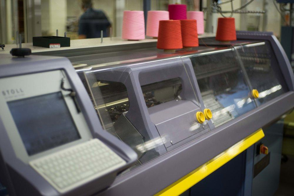 Strickmaschinen sind das Herzstück der Produktion von Faber