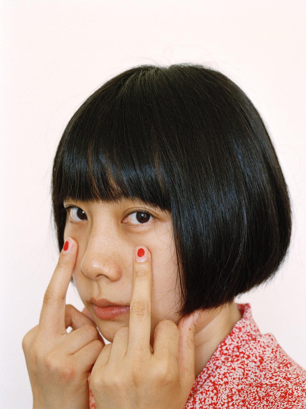"""""""我作品的灵感来自于我作为一个成长于中国的女孩,以及在当今世界作为一名女性的感悟"""" - 廖逸君, 艺术家, 获得了2018集美· 阿尔勒 - Madame Figaro女性摄影师奖"""