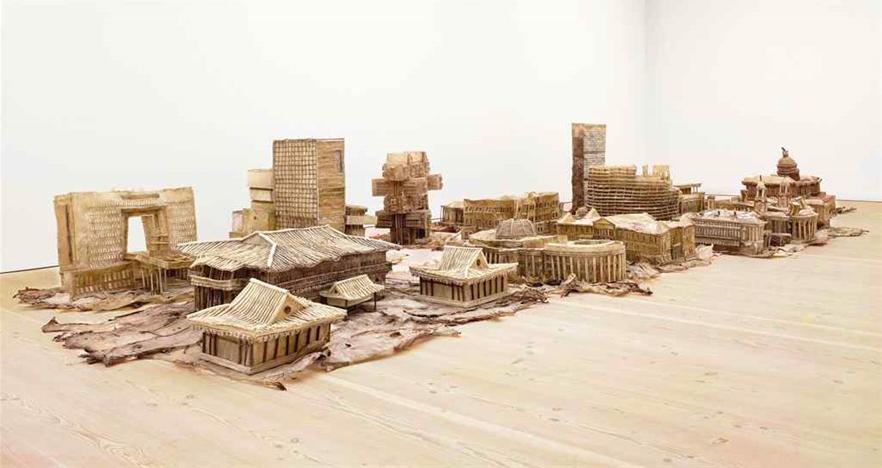 Liu Wei,  Love It ! Bite It ! , 2005-2007 (série de monuments en gomme pour chiens) © Long March Space