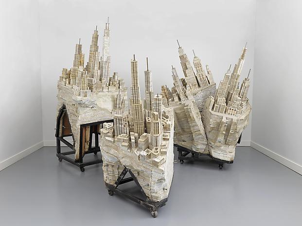 Library II-II, 2013,  issue de la série de sculptures  Library  à partir de livres © Long March Space