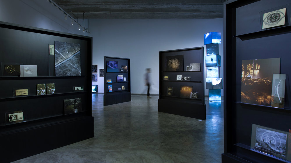 Vue de l'exposition  Ten Directions: The 10th Anniversary Exhibition of the Three Shadows Photography Award