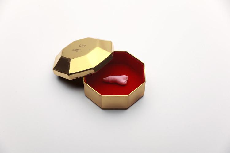 A Collection of Penises . Commandé par Pixy Liao, fabriqué par Moro Magario