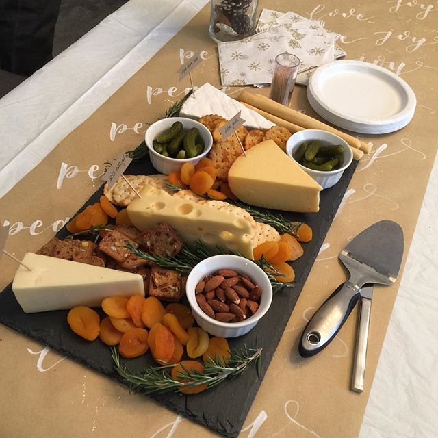 Who doesn't love a good cheese platter?🧀 Made this beauty for last weekends event. I had so much fun picking all the fixings from @traderjoes
