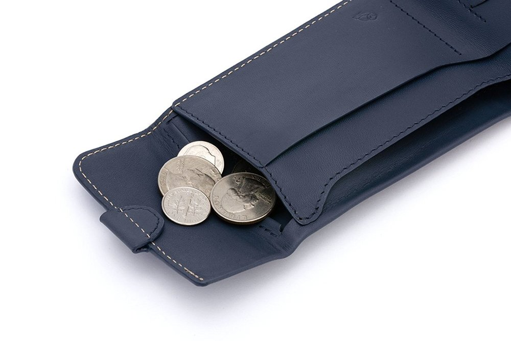 KEEP THE CHANGE... - Secure that is. There's a leather ridge that keeps your loose change from falling out(until you need it).
