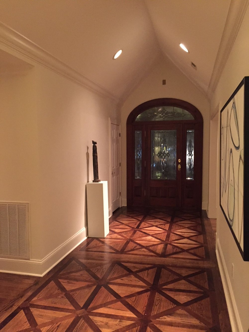 Can we talk about her foyer? Swoon.