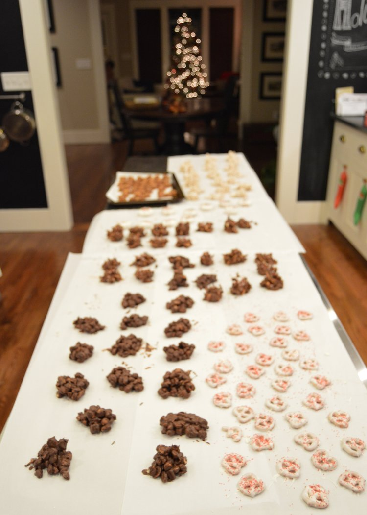 we got into the christmas spirit last night and decided to make some easy no bake holiday treats to pass out to loved ones during this festive season - No Bake Christmas Treats