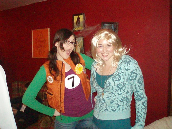 Halloween: Whitney a Punky Brewster and Lindsey as Rose Tyler