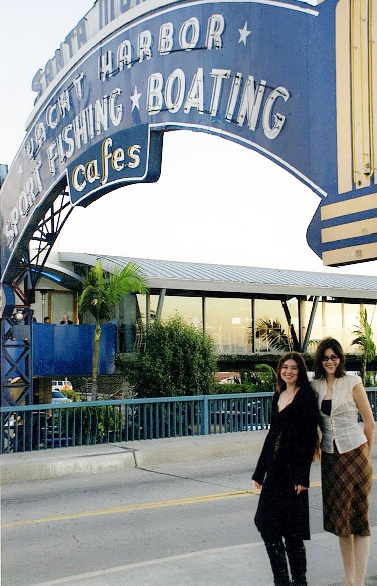 Whitney and Lindsey Nelsen at Santa Monica Pier