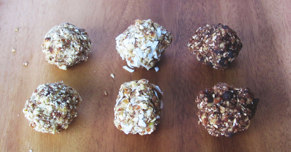 Makes 16 balls or squares - each with about 90-100 kcal, 3 grams of protein and 2 grams of fiber.